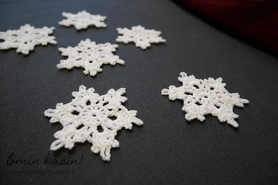 Omin käsin!: Virkattuja lumihiutaleita