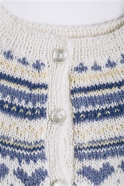 """Tema 38: Modell 4 """"Eva"""" kofte #norsk #klassiker #strikk #knit"""
