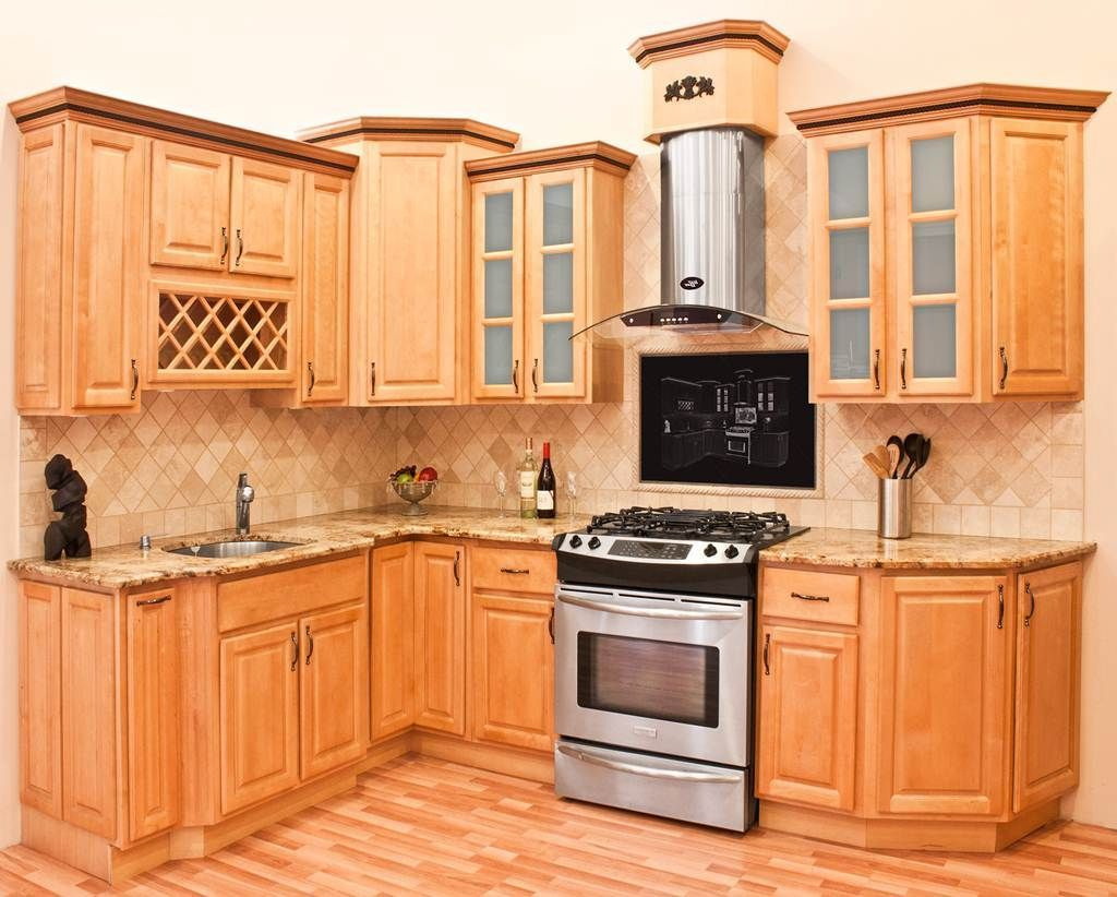 Image of: Natural Maple Kitchen Cabinets in 2020 (With ... on Natural Maple Kitchen Backsplash Ideas With Maple Cabinets  id=87856