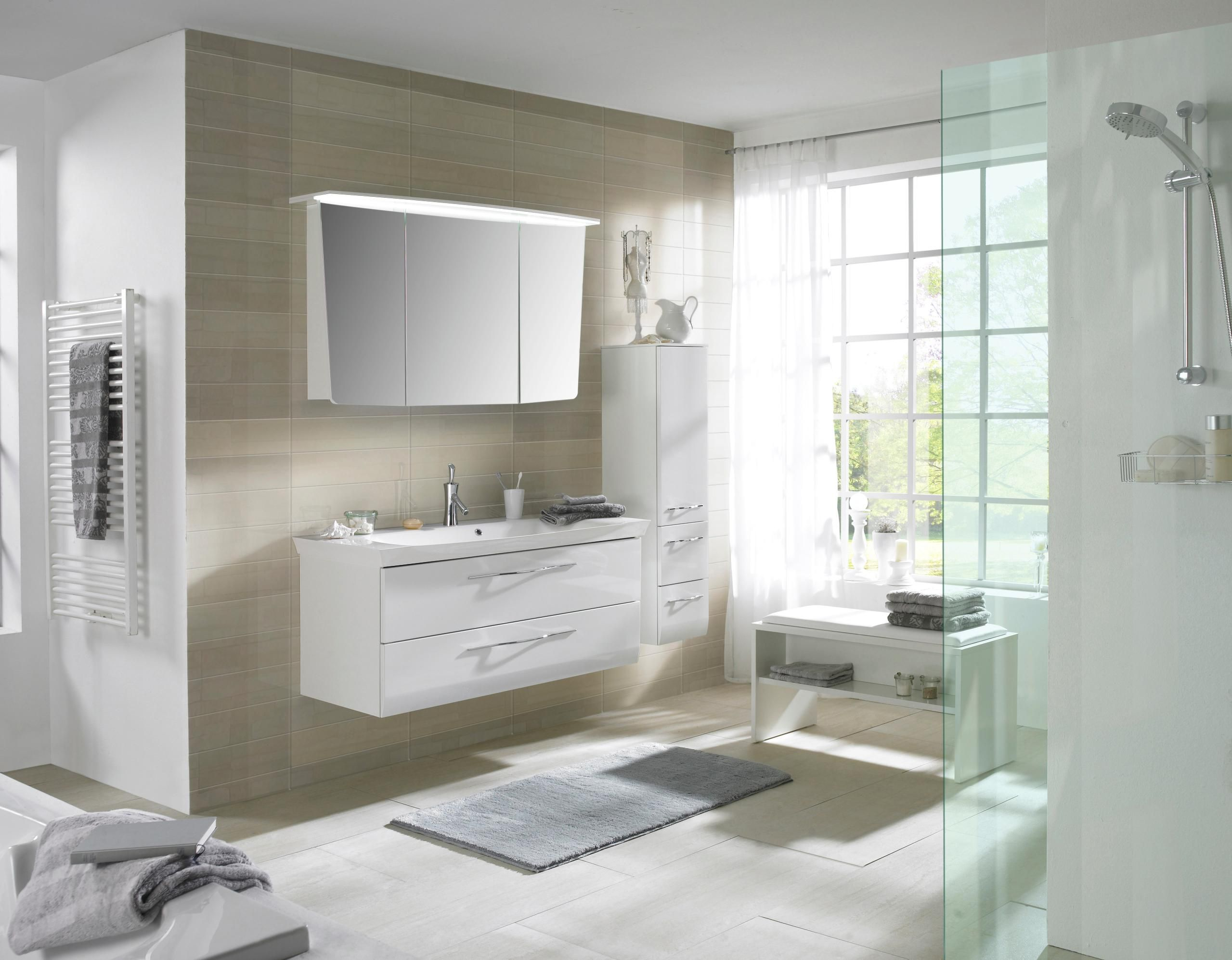 Badezimmer von SADENA - traumhaft in Weiß