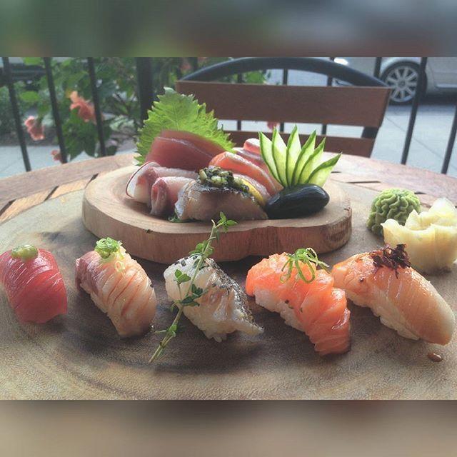 #sushiporn #sushi #sashimi #woodplates #bestgift #nigiri #theonesushi #cheflife #foodporn #theartofplating  @iiscah for the wonderful snap   by chef_d.yun