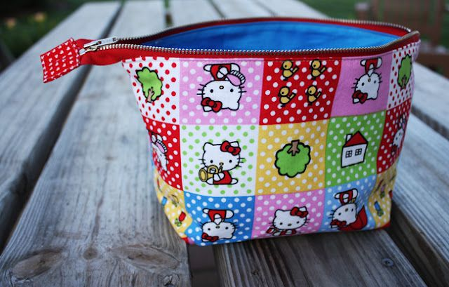 open wide zippered pouch: DIY tutorial | Zipper pouch