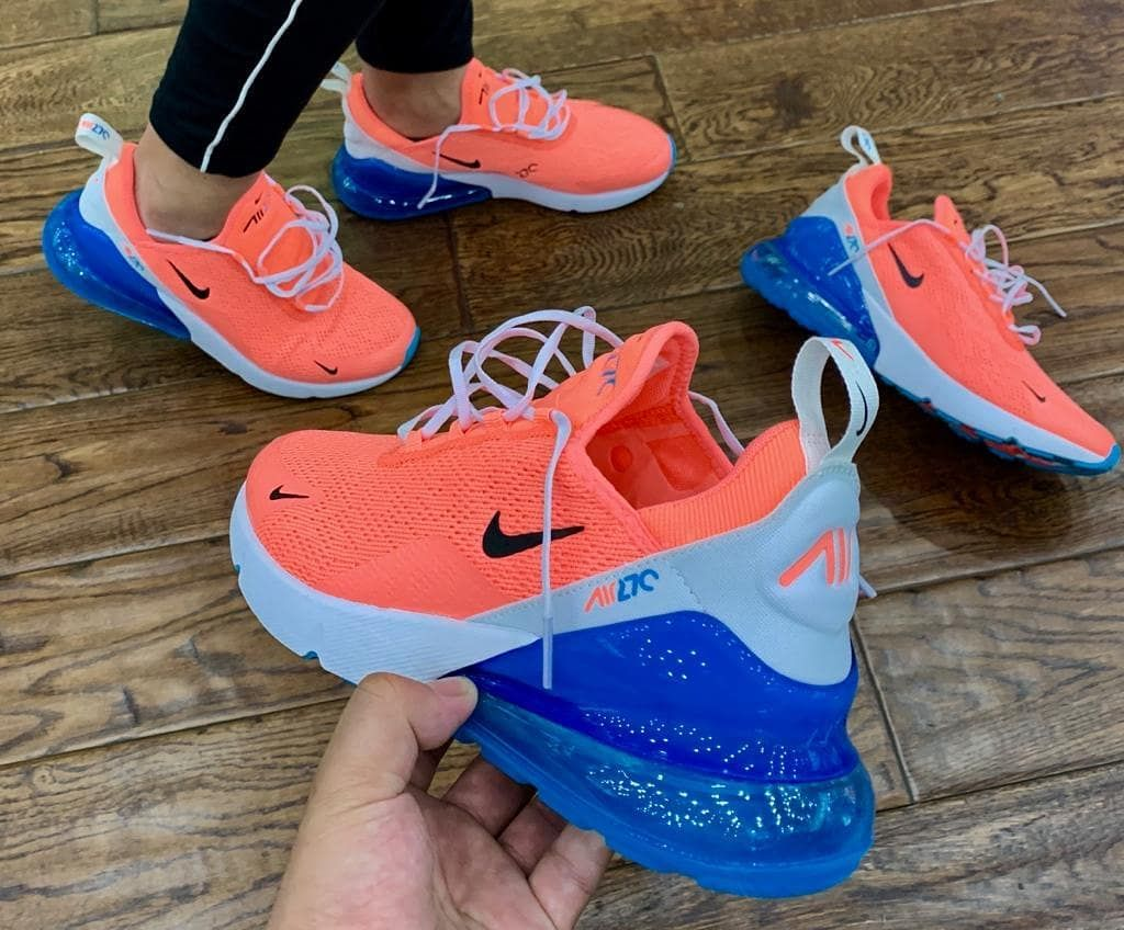 Pin på sneakers