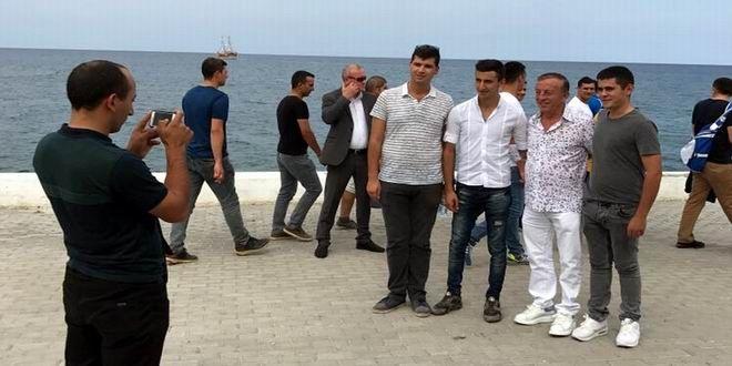 Ağaoğlu Şirketler Grubu Yönetim Kurulu Başkanı Ali Ağaoğlu geçtiğimiz gün yeni projesi Çekmeköy Park projesinin tanıtımını yaptıktan sonra hafta sonu yakın bir arkadaşının çocuğunun düğünü için soluğu Kıbrıs'ta aldı. Yoğun iş temposundan düğünü fırsat bilip iki gün İstanbul'u terk eden Ali Ağaoğlu dinlenerek stres attı. Gündüzleri Kıbrıs'ta dolaşan Ali Ağaoğlu yavru vatanda, vatani görevini yapan ...