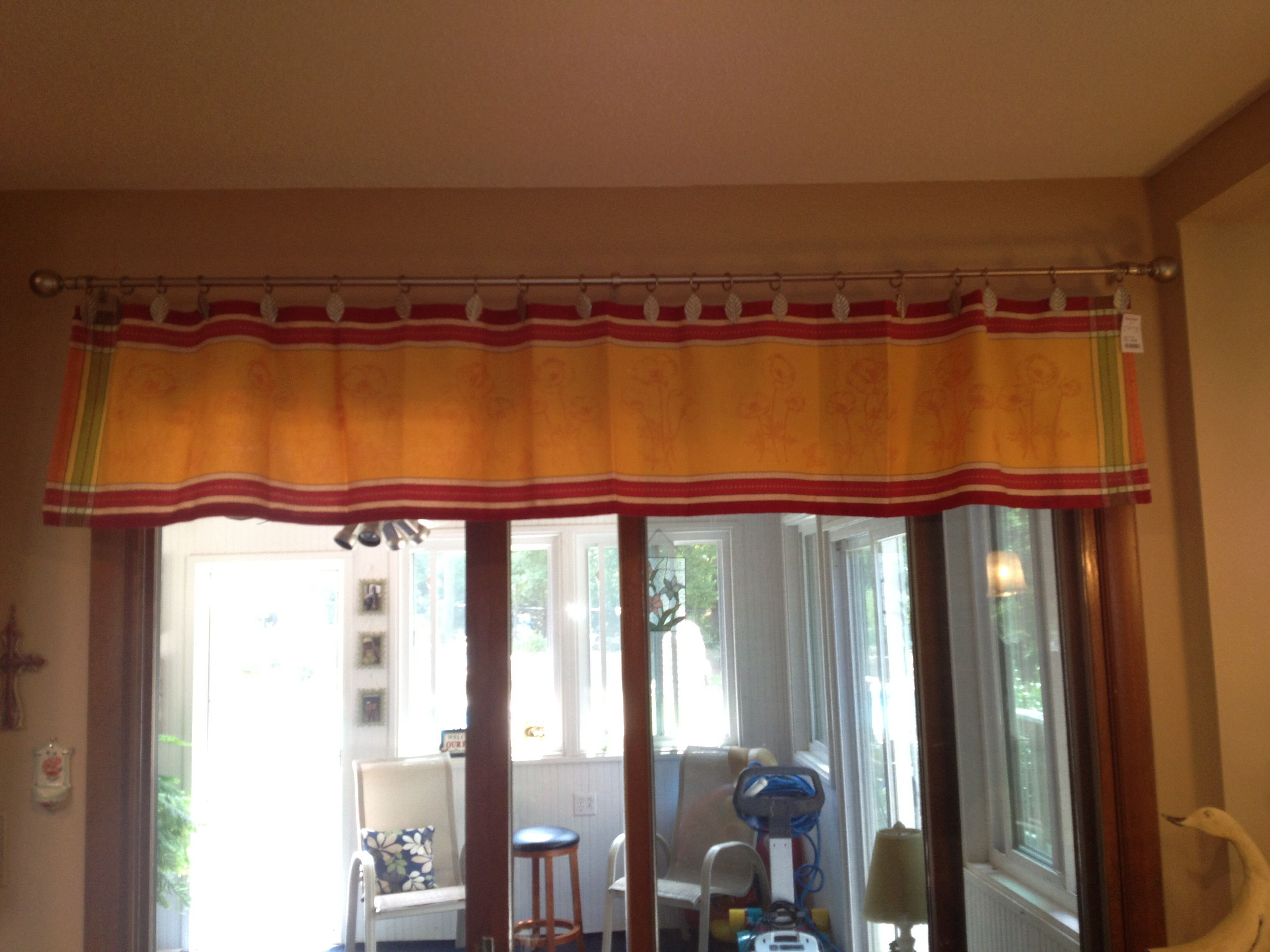 No sew valance made from table runner. Using Curtain rings with ...