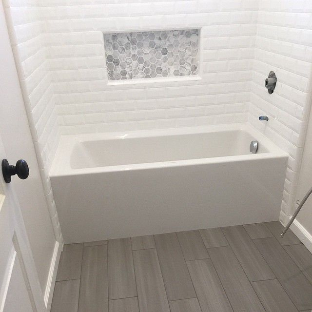 #mulpix 3x6 Tile Tub/Shower With A Custom Decorative Niche And A Sliver Gray Plank Tile Bath
