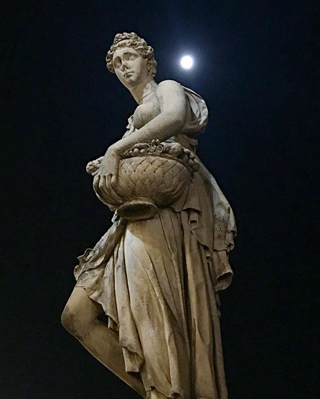 A Hunter's Moon rises over Spring by Pietro Francavilla on the edge of Ponte Santa Trinita.