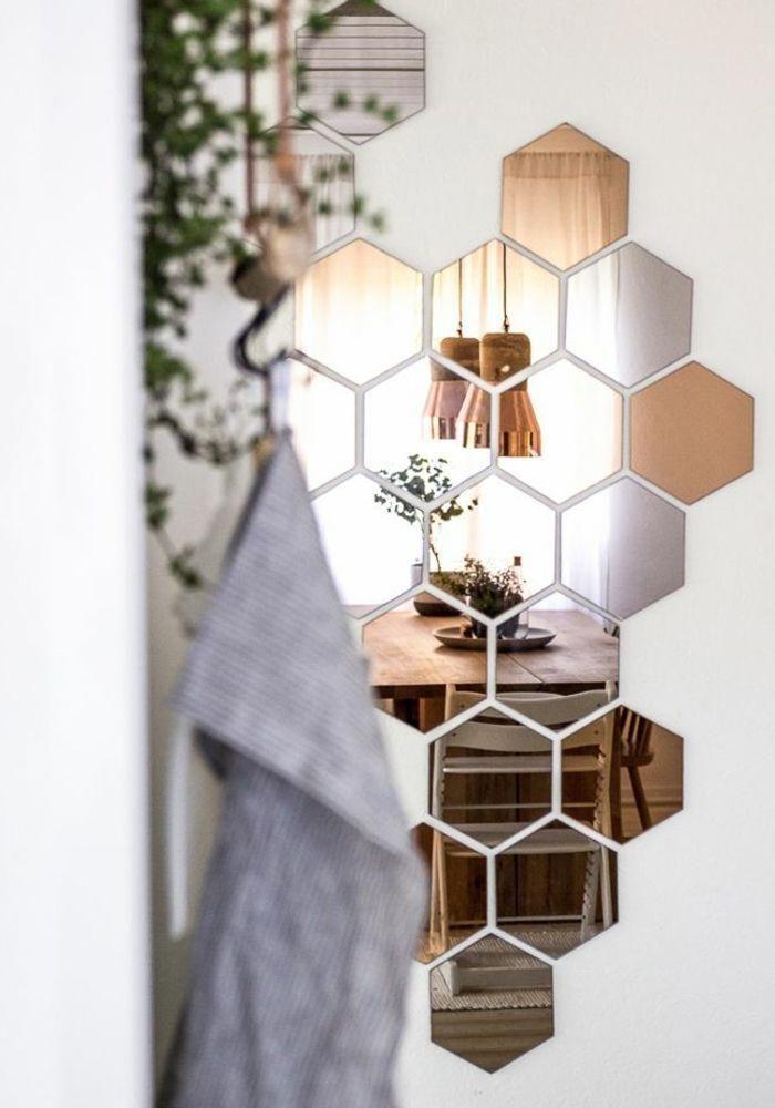 Bonita Decoracion Con Espejos En Forma De Hexagono Comedor Moderno Con Mesa Grand Decoracion De Comedores Modernos Decoracion De Interiores Decoracion De Unas