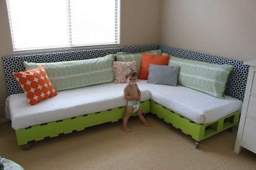 Diy Pallet Bed Might Use This Tutorial Make Room Sofas
