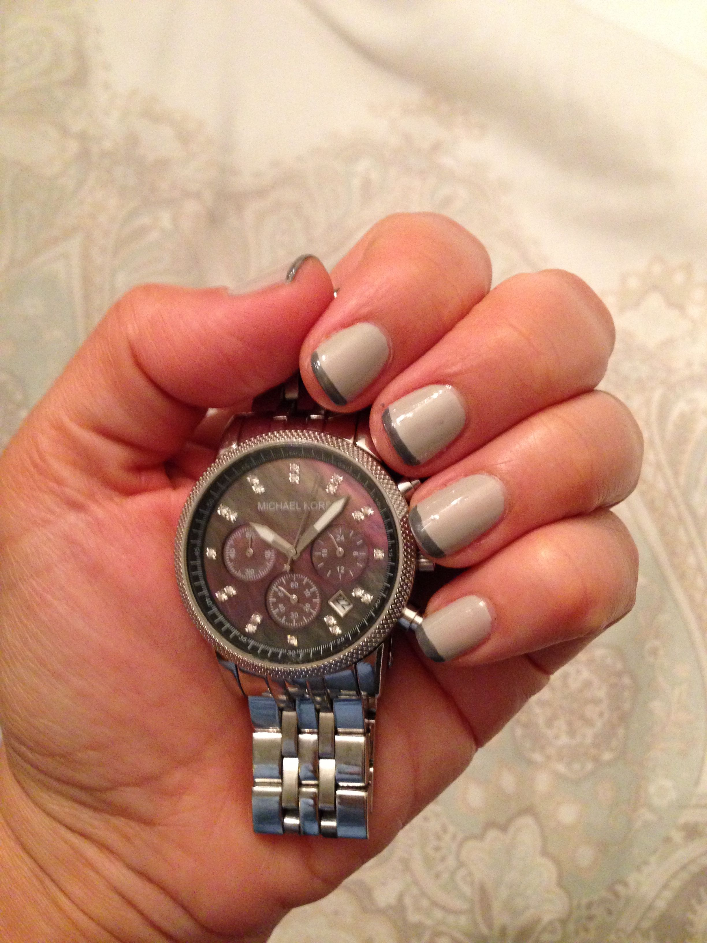 Gray tip nails