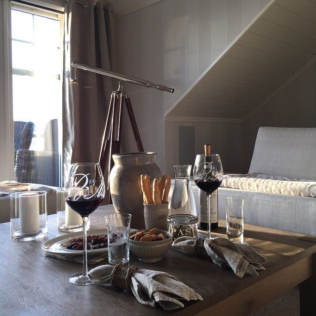 #ShareIG Date i loftstuen✨ #loftstue #date #inspirasjon #inspostyle #interiorperfection_hanneh1 #interior123 #interiør #interior #inspire_me_home_decor #rivieramaison #raudvin #barbera #oliven