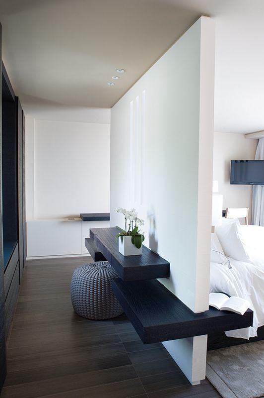 Schlafzimmer - Wand mit Sideboard