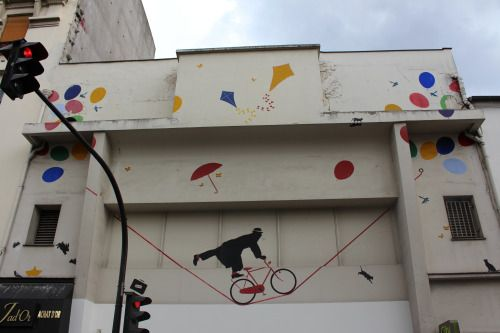 Mural by Nemo in Paris 20th district.  Fresque de Nemo dans le 20ème arrondissement de Paris.