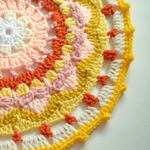 motleymakery:  DIY Sun Mandala: Free Crochet Pattern, From Pops de Milk.