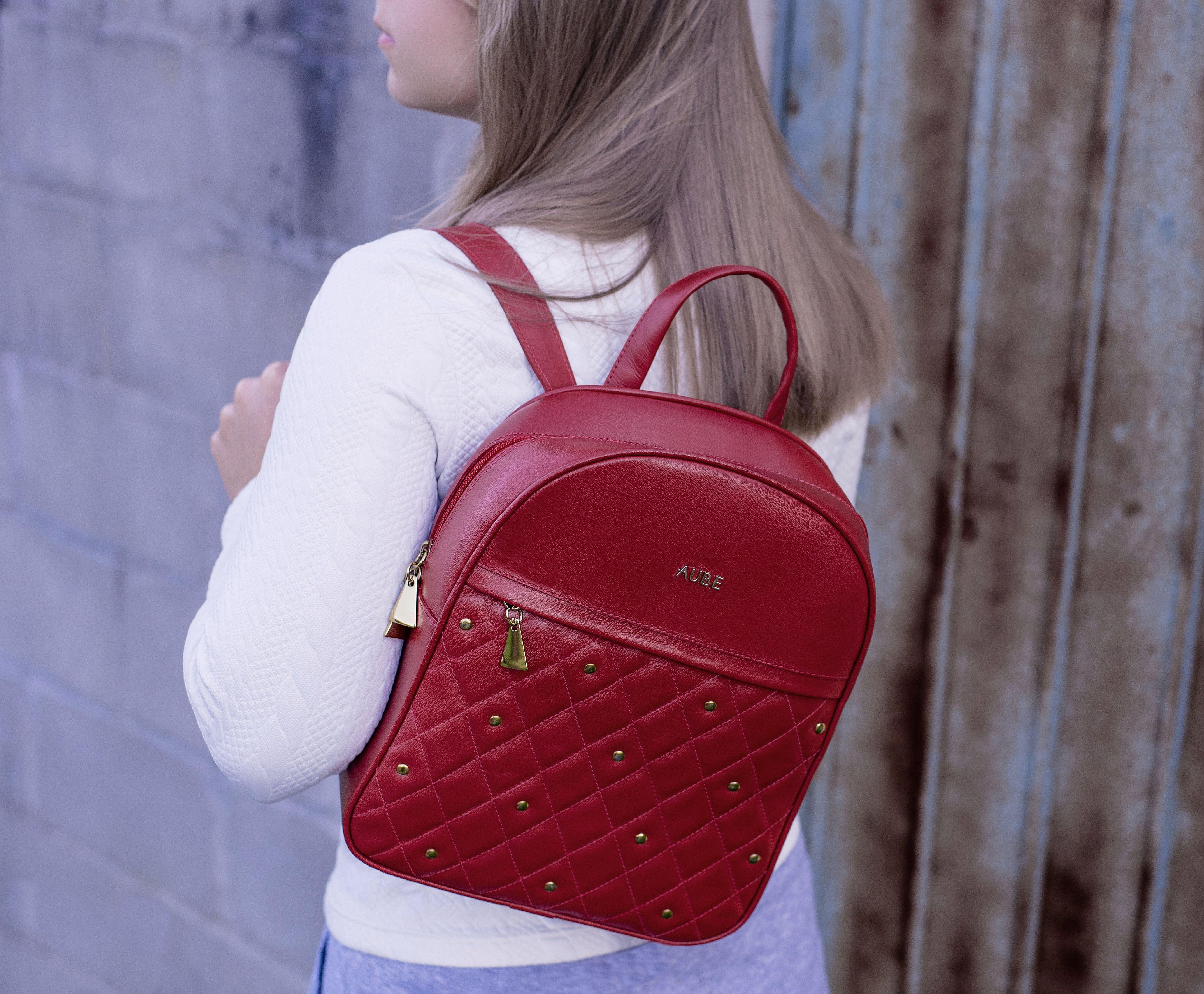 50a97ed1c A mochila de couro Bianca revela em seu design todo o charme do matelassê  em combinação