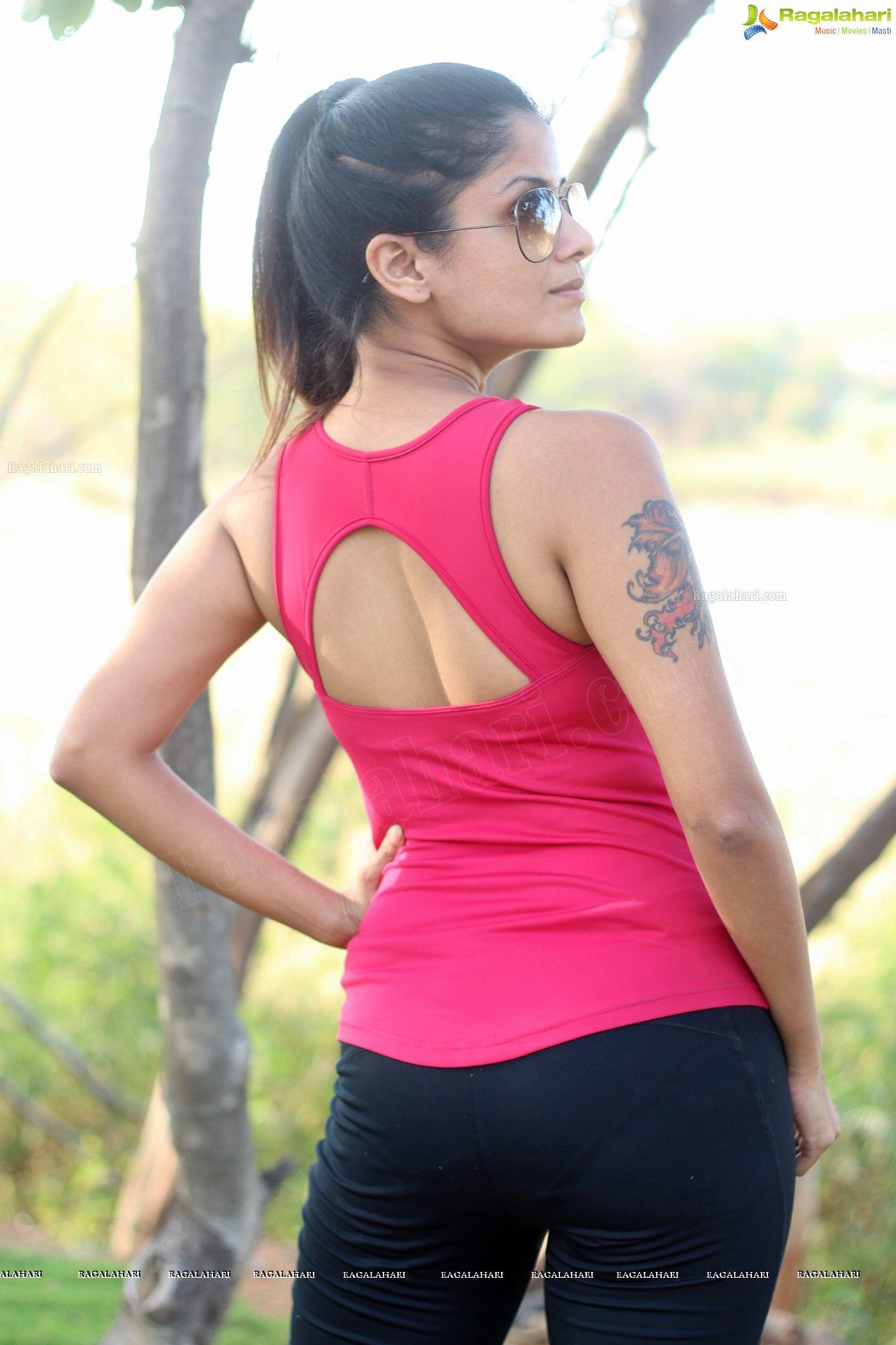 anukriti-sharma-jogging-at-park - panty impression.   Indian ...