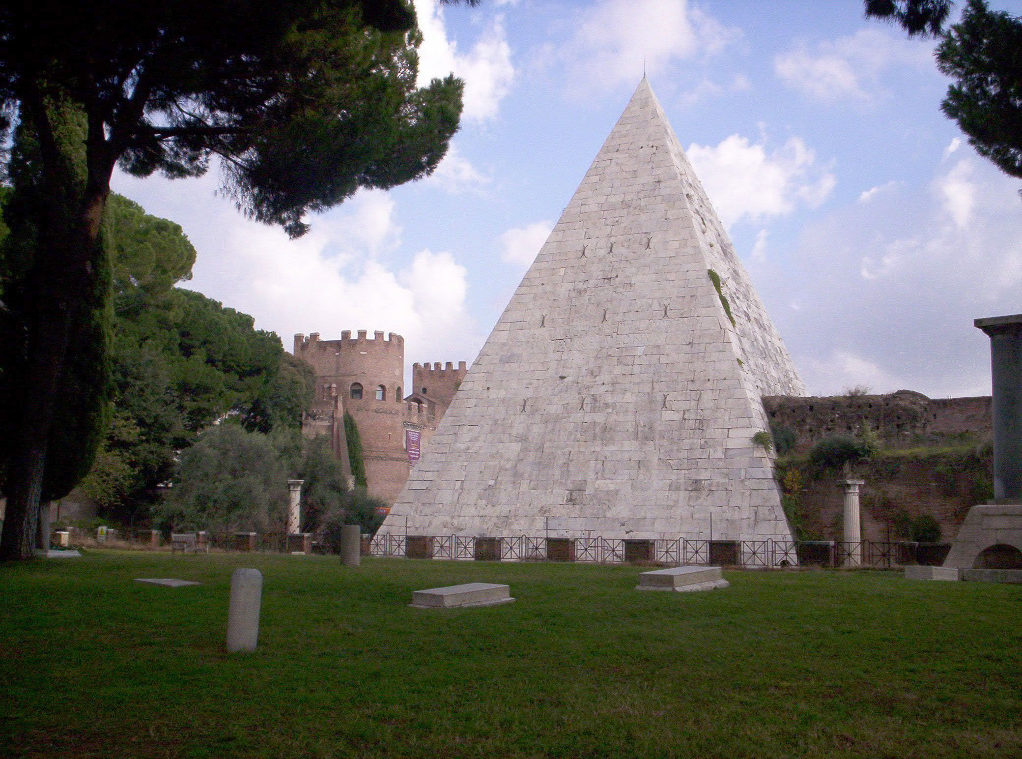 Piramide Cestia Roma Assassin S Creed Brotherhood Monumentos