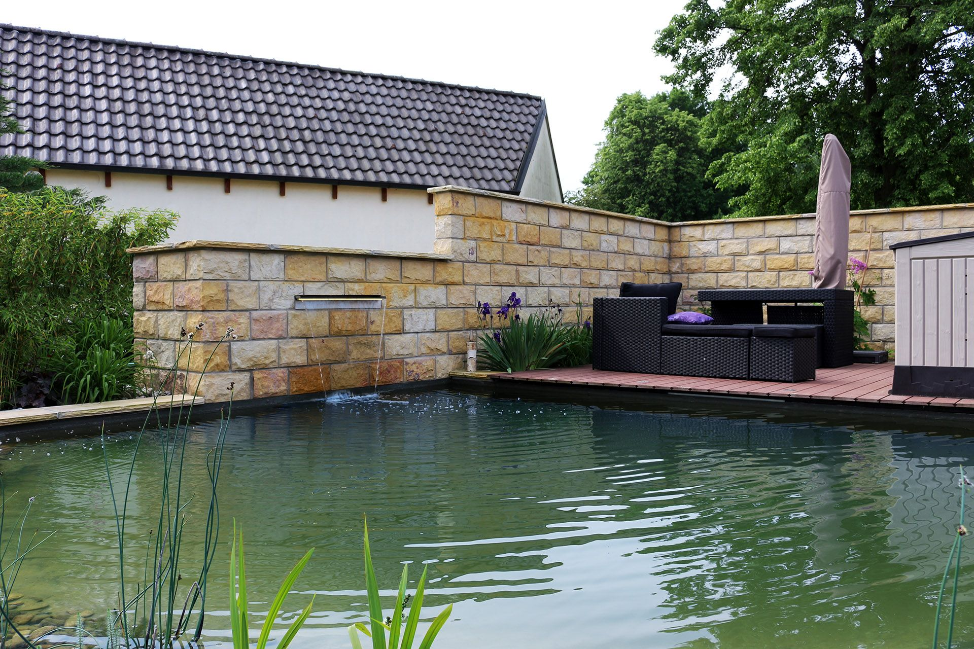How To Make An Interesting Art Piece Using Tree Branches Ehow Schwimmteich Garten Landschaftsbau Natur Pool