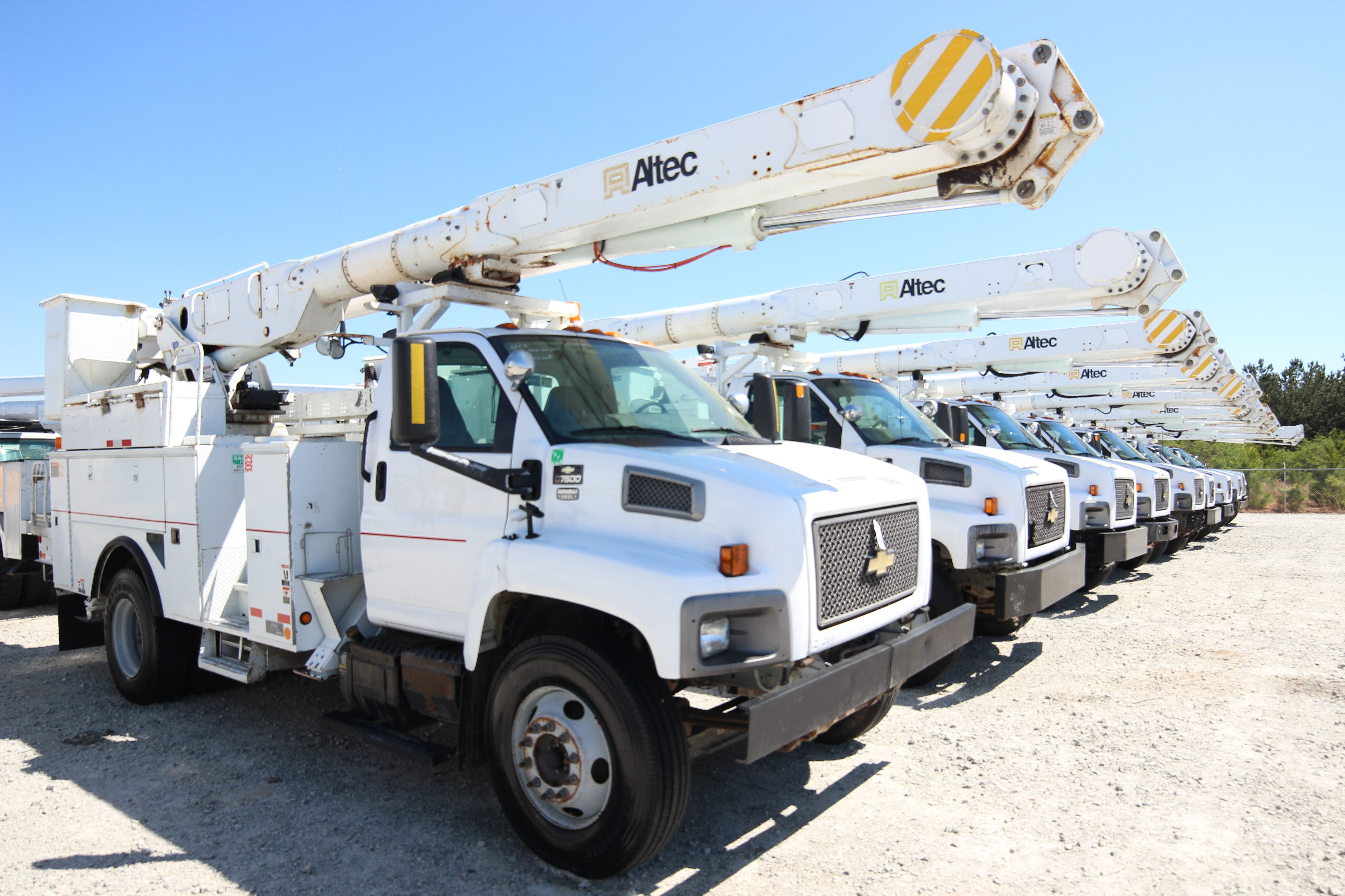 Used Bucket Trucks For Sale >> Used Altec Am Bucket Trucks Used Bucket Trucks For Sale At Auction