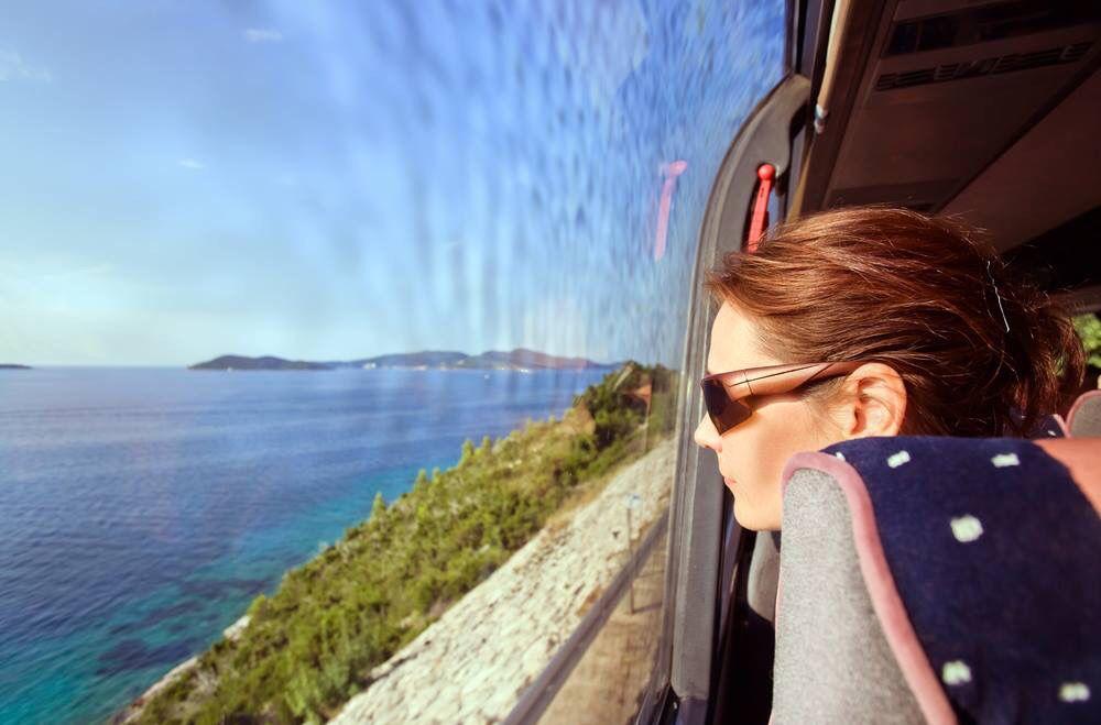 Viajar en autobús no tiene que ser sinónimo de sufrimiento, sigue estos consejos para que ni te des cuenta del paso del tiempo    http://bit.ly/2a8xqeG