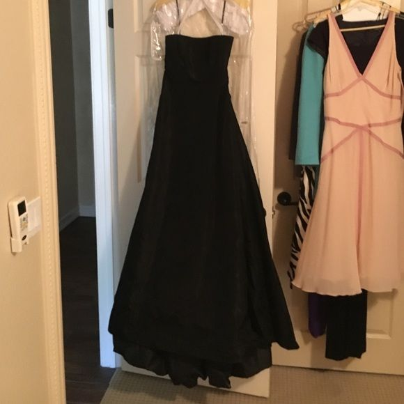 Vera wang evening gown more photos! Black taffeta long Vera wang gown. Worn once for wedding. Fitted bodice, spaghetti straps, balloon tulip hem in back. Would be perfect as a wedding gown or brides maid dress as I wore. Perfect condition. Vera Wang Dresses Maxi