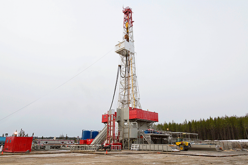 Rig Drilling Into The Duvernay Area Alberta Canada Oil Rig Oil And Gas Drilling Rig