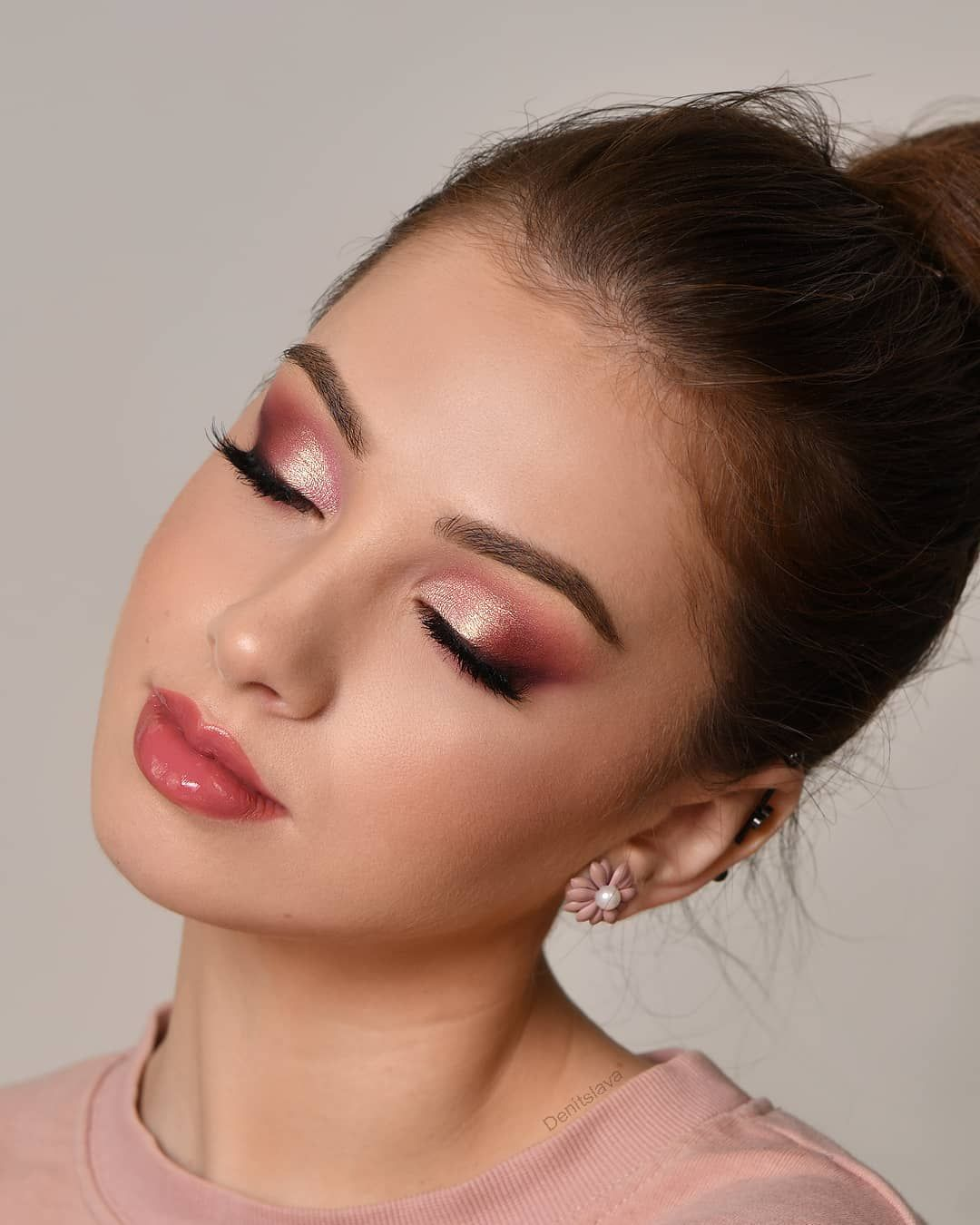"""Photo of Denitslava on Instagram: """"Rose Gold vibes🌹💛 Just uploaded the tutorial on this look on my YouTube channel – link in my instagram bio 💕 I'm wearing: 🧁 @sigmabeauty…"""""""