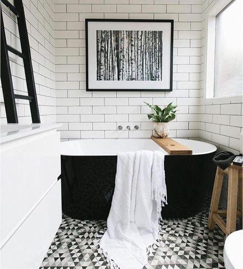 Salle de bain blanche et noire \u2013 un classique revisité en 20