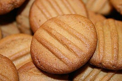 Belgische Karamellkekse Vegan Zutaten 300 mlSirup, (Kandissirup oder Zuckerrübensirup) 100 gZucker, braun (optional) 200 gButter oder Margarine (Vegan) 1 Pck.Backpulver 1/2 TLSalz 1 TL, gestr.Zimt 450 gMehl