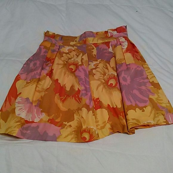 Lovely Summer Skirt So beautiful.. You'll feel beautiful wearing it! Great condition. 100% polyester love 21 Skirts Mini