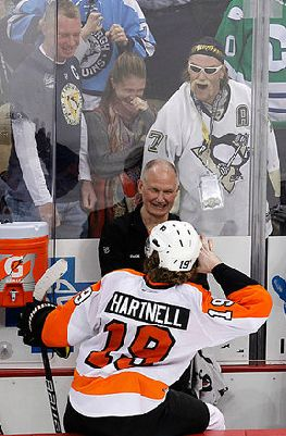 Scott Hartnell with Hulk Hogan want-to-be. Lets Go Flyers ... a7bfb7ca6