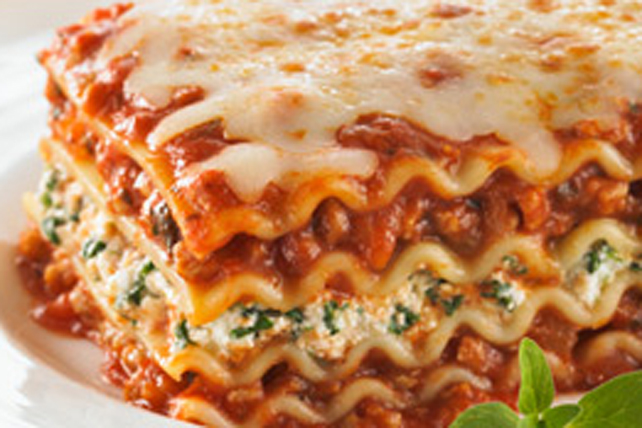 Beef And Spinach Lasagna In 2020 Cottage Cheese Lasagna Recipe Beef Lasagna Recipe Cheese Lasagna Recipe