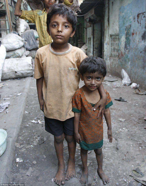 india slum girl child bare