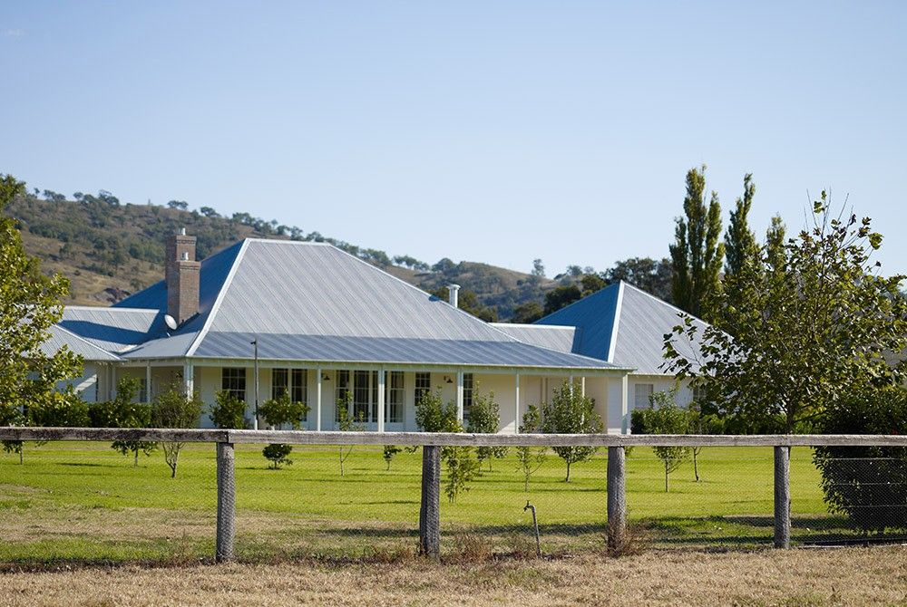 Scone farmhouse traditional australian country farm house for Country farm homes
