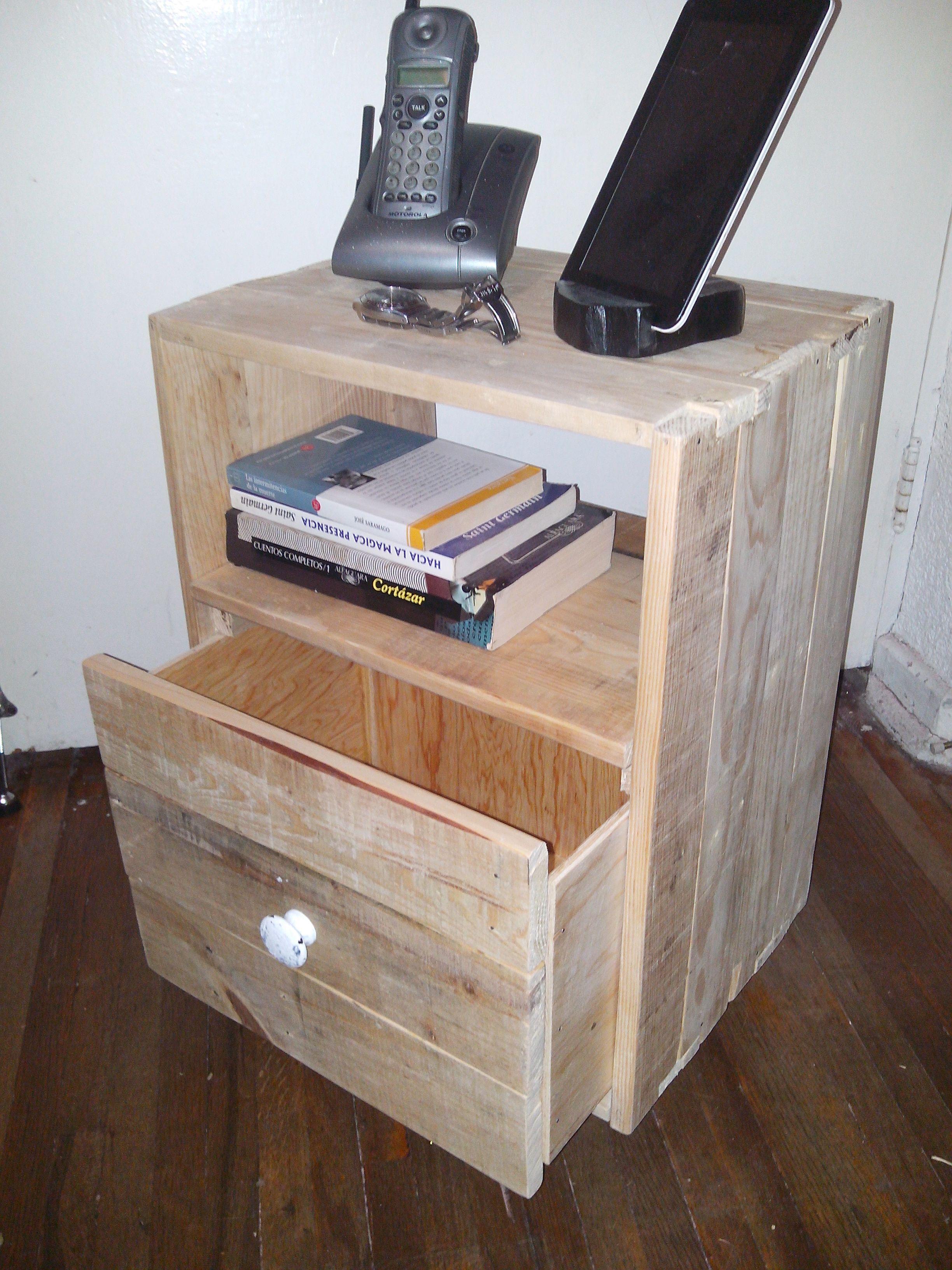 Bur o mesa de noche con un caj n nightstand with a - Tarimas de madera usadas ...