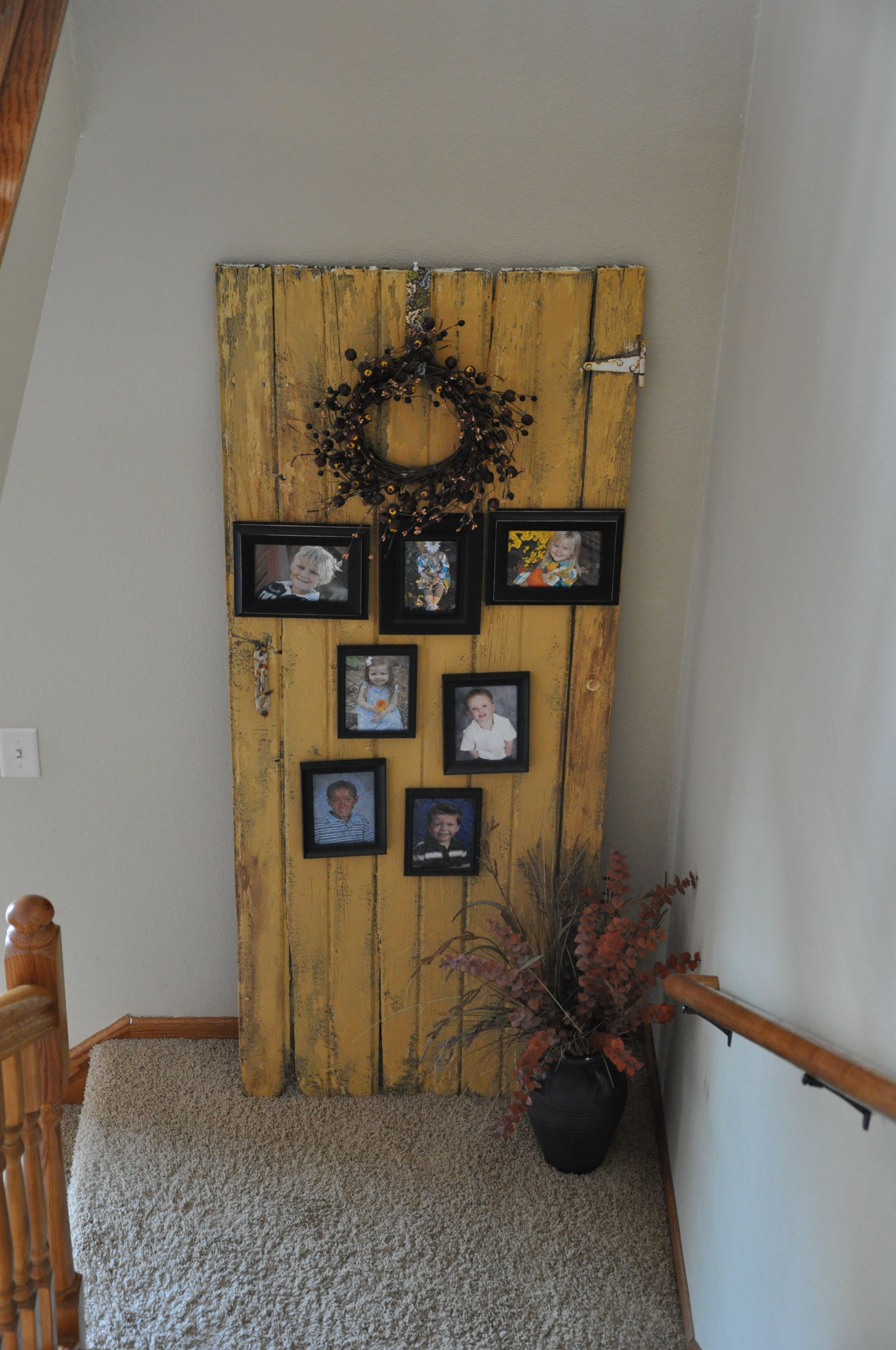 Pin By Wendie Christianson On Decorating Old Barn Doors Primitive Decorating Country Primitive Decorating