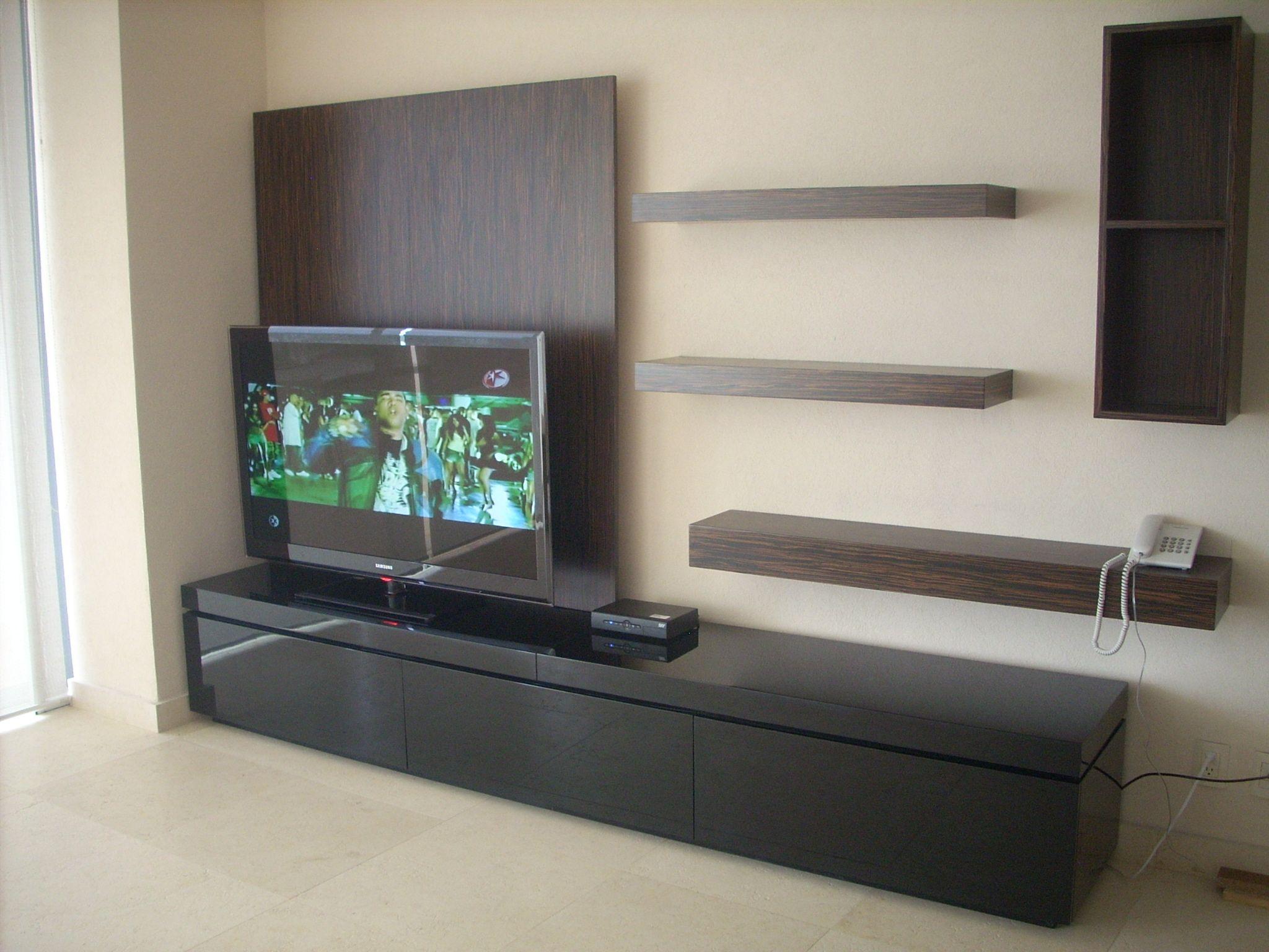 Mueble de television combinado en laca negra al alto for Laca al agua para muebles