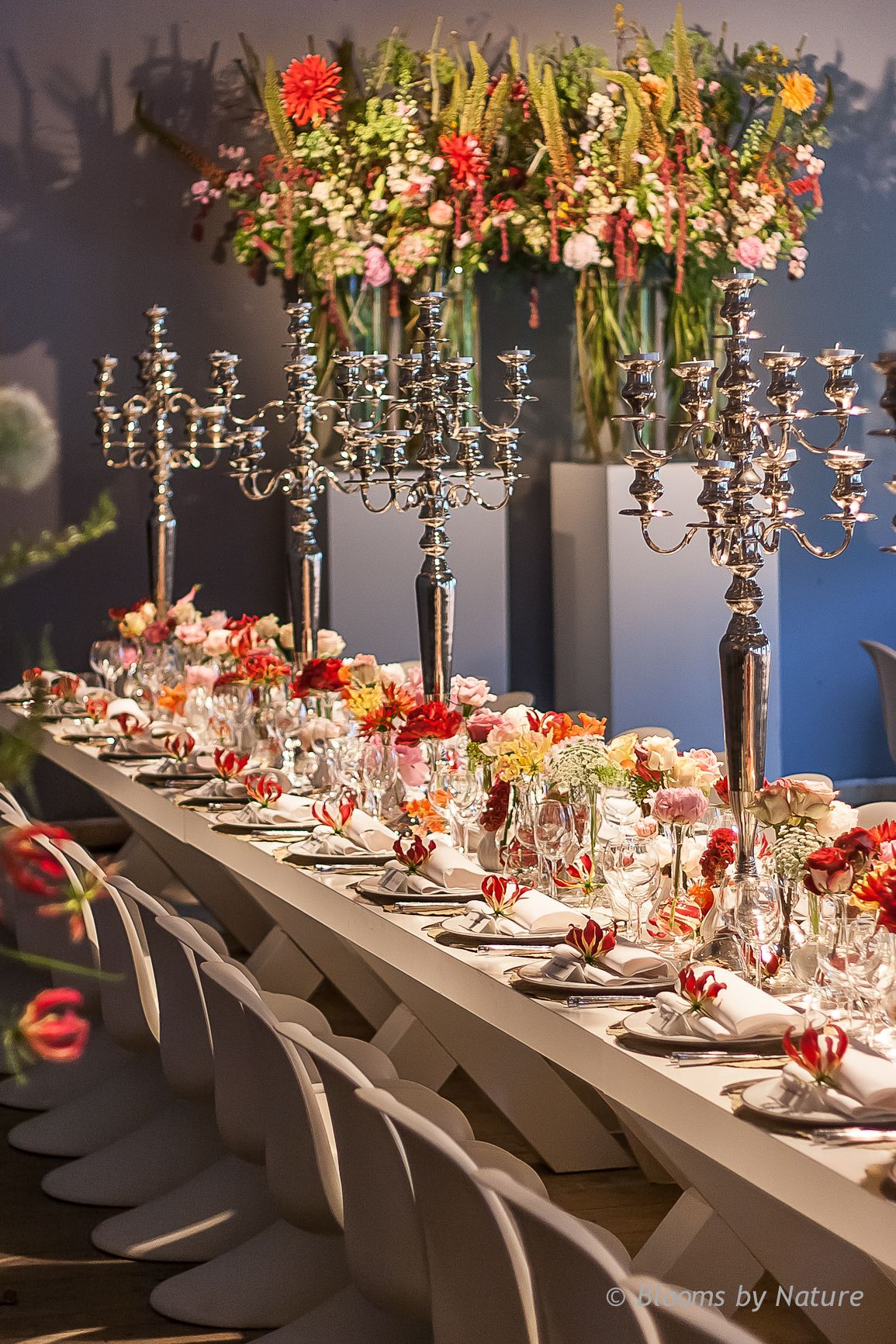 Table decoration for a birthday party with Roses Dahlia Gloriosa