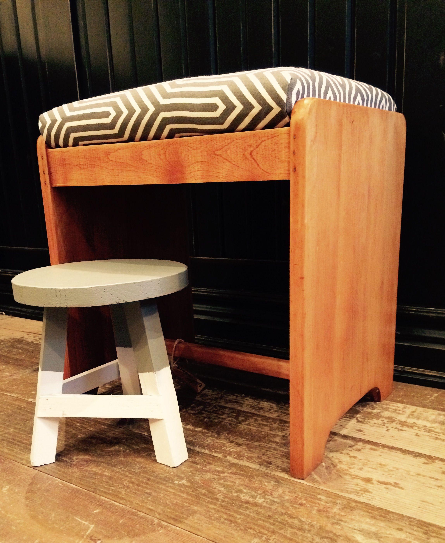 Banc en bois restauré et mini tabouret! Créations LALOLA DESIGN par Laurence Pons Lavigne! En vente à L'Atelier du boulevard!