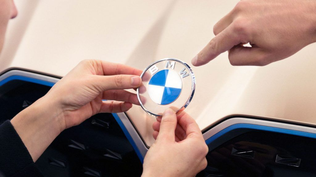 BMW Debuts New Flat Transparent Propeller Badge With The Concept i4 | Carscoops