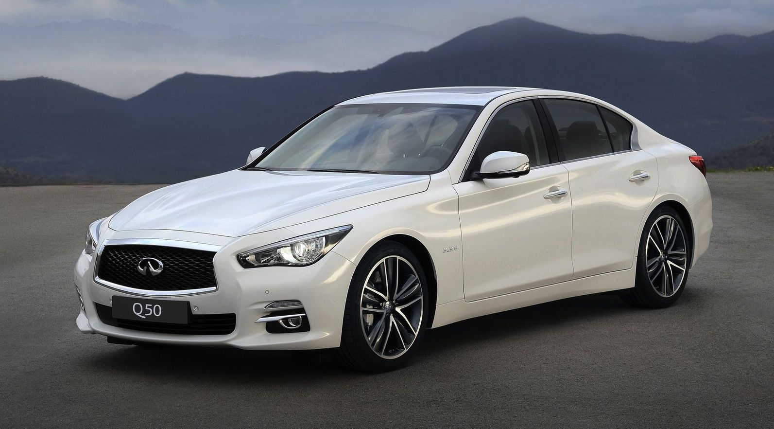 2015 Infiniti Q50 HD Wallpaper