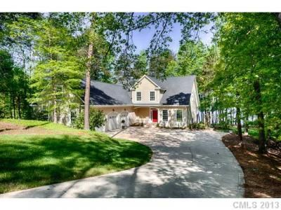Beautiful Cottage Style Home On Lake Norman Great Water Pier And Dock In Place Even Comes With A Boat Now T Cottage Style Homes Lake Living Waterfront Homes