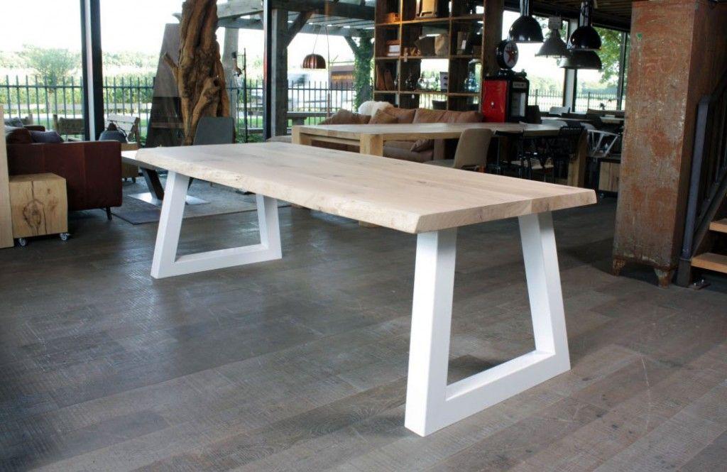 Boomstamtafel Met Wit Onderstel.Een Eiken Boomstamtafel Van Zwaartafelen Tables Tafels Eettafel