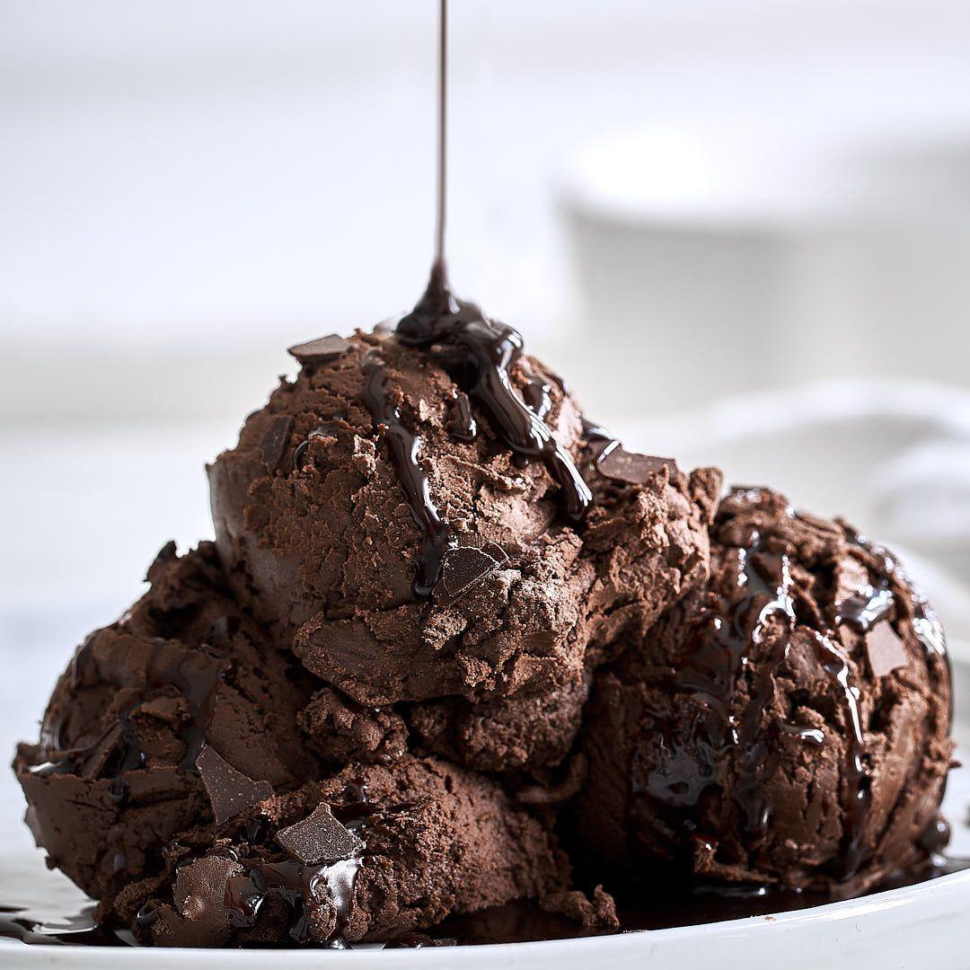 Cremiges Schokoladeneis ganz einfach selber machen