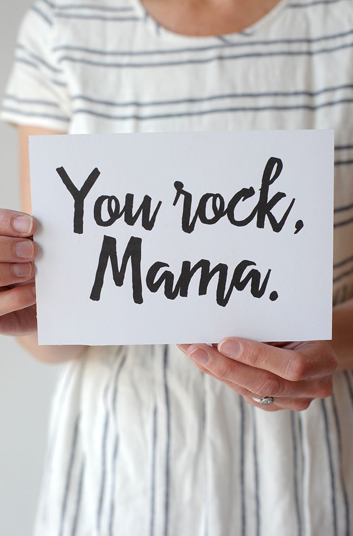 Free printable Mother's Day card to send all your mama friends this year on aliceandlois.com