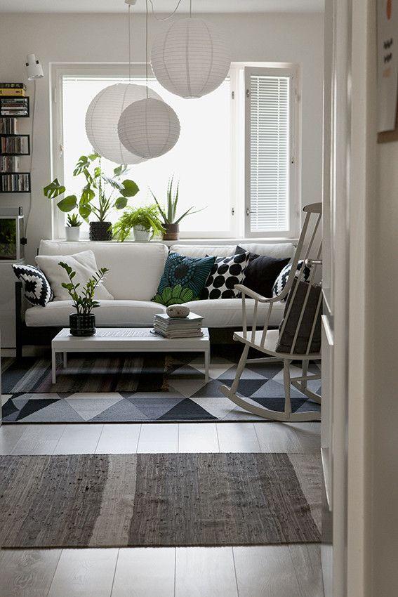 Olohuone, jossa on hyödynnetty kivasti erilaisia muotoja ja kuvioita.
