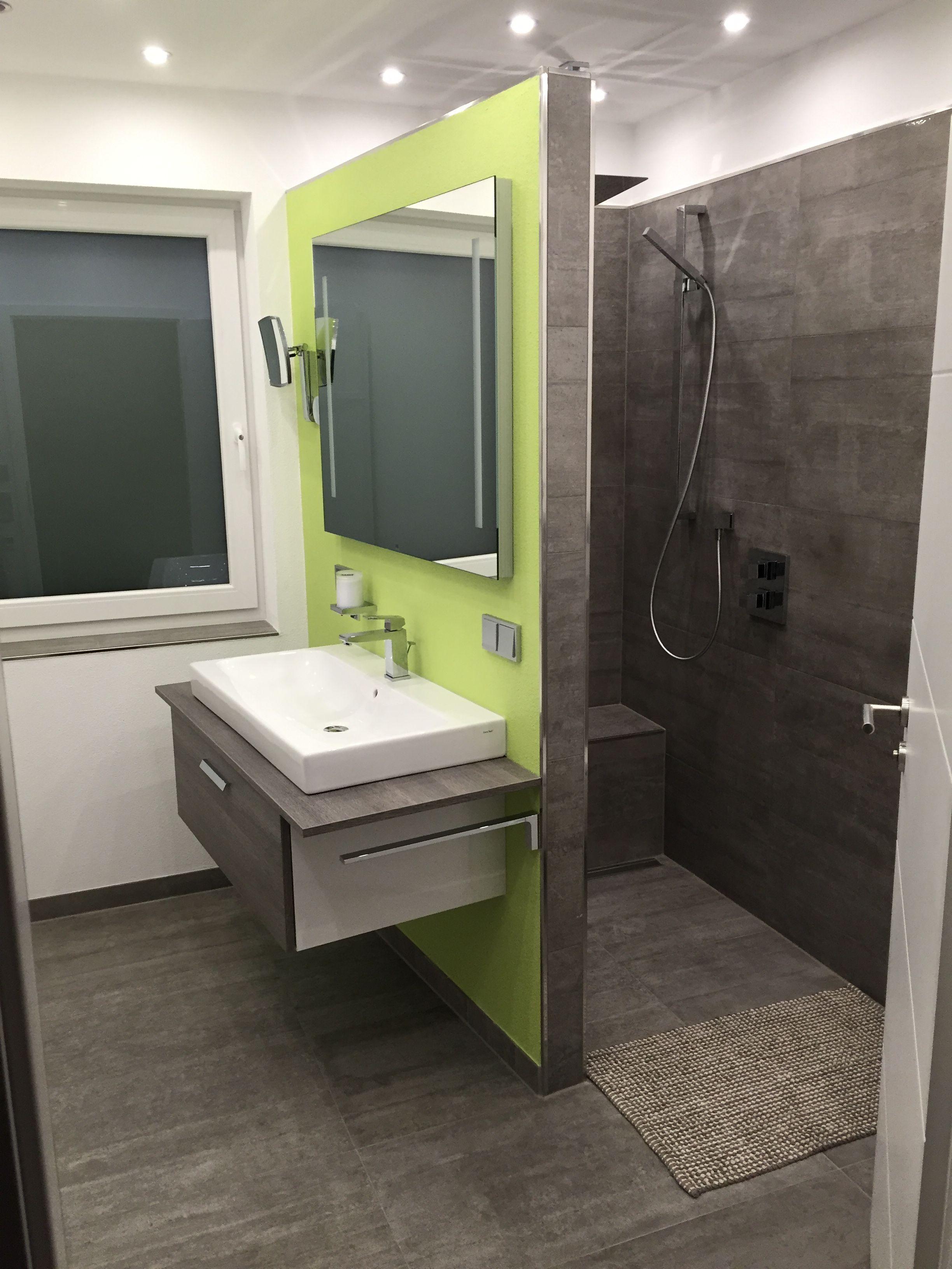 Badezimmer Mit Begehbarer Dusche Fliesen In Betonoptik Dusche Ohne Turen Fliesen Betonoptik Gemauerte Dusche