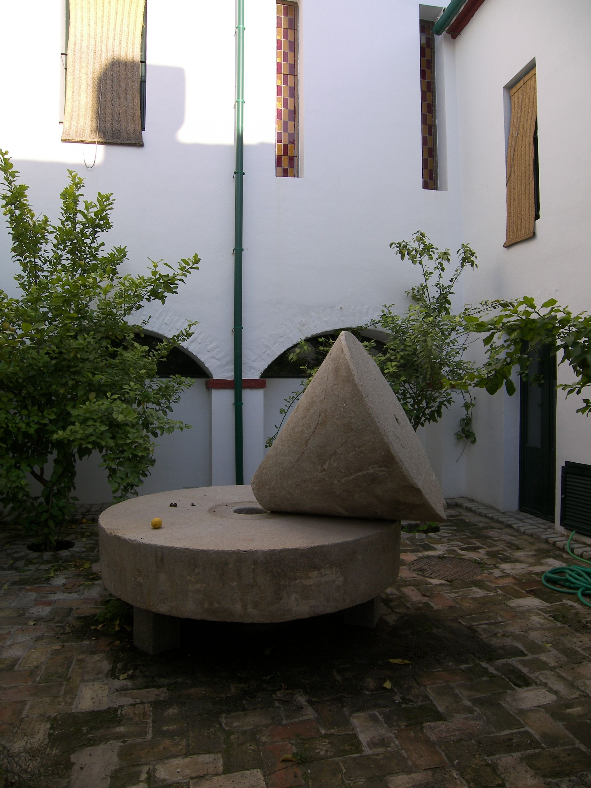 Antigua piedra de moler