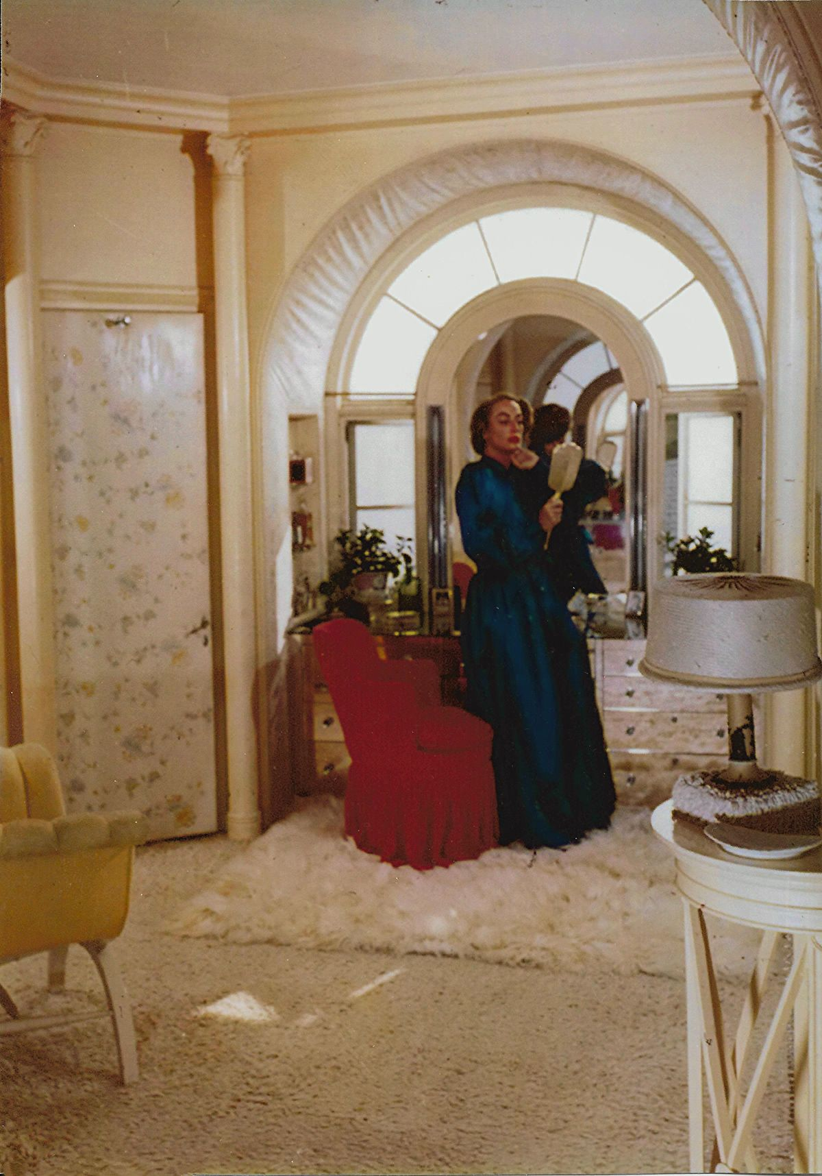 A Rare Color Photo From Joan S Dressing Room All White Rugs And Strange Padded Door And Arches 1940 S Joan Crawford Joan Crawford Children Joan