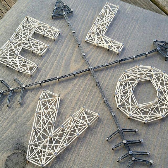 made to order string art love avec fl ches signe string art pinterest. Black Bedroom Furniture Sets. Home Design Ideas